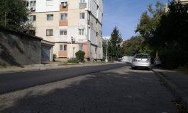 Încă o minune la Galați: au asfaltat doar jumătate de stradă