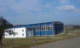 Galerie foto/O sală de sport făcută de Udrea în fundul județului Galați împlinește șase ani de cînd stă de pomană