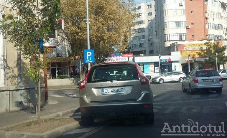 În cazul parcărilor, mărimea chiar contează. În cîteva spații de parcare din zona Pieței Centrale nu încape nici o mașină