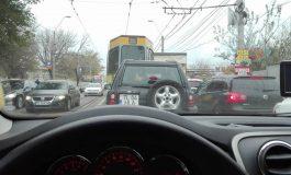 Deoarece nu i-a ieșit cu iluminatul și cu parcările, primarul Ionuț Pucheanu s-a apucat de deszăpezire