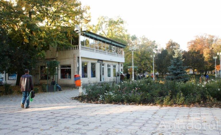 Parcul Eminescu va fi în sfîrșit modernizat. Freza bordelului din colțul parcului rezistă