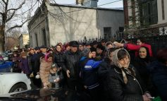 A fost ofertă la Catedrală: mii de oameni s-au bulucit la moaștele făcătoare de minuni
