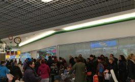 Sărbătorile au început în forță cu buluceală în marile magazine