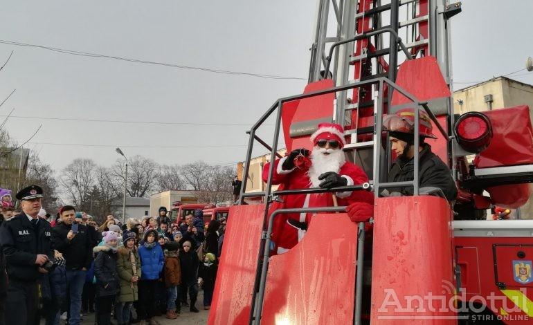 Cum a fost salvat Crăciunul? Cu scara pompierilor de la ISU Galați