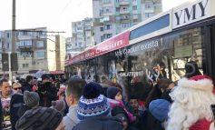 Distracție, dulciuri și bucurii în Autobuzul lui Moș Crăciun