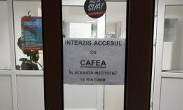 La Facultatea de Medicină a fost interzisă cafeaua. Mecanica se pregăteşte să interzică ceaiul