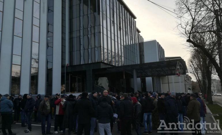 Sărbători fericite! După greva salariaților de la Calorgal, la Galați avem protestul angajaților Transurb