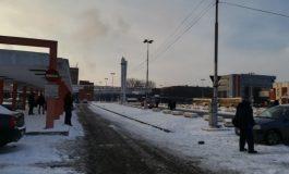 """VIDEO: Protest violent la ArcelorMittal. În jur de 1000 de angajați au intrat în turn și țipă: """"Hoții! Hoții!"""""""