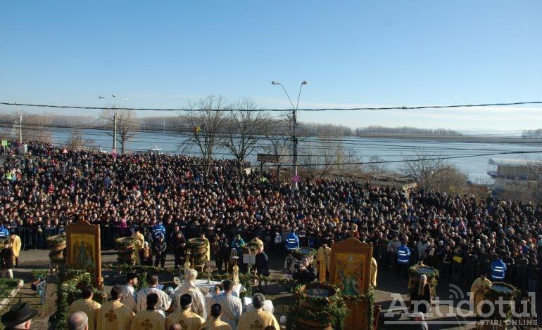 Doar Pucheanu și Otrocol au preferat să-și sfințeacă, pe lîngă Casian, bronzul de Bobotează