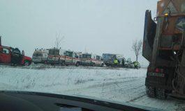 Administratorul DN25 amendat de Poliție pentru că nu a curățat de zăpadă drumul pe care s-a produs accidentul de la Tudor Vladimirescu