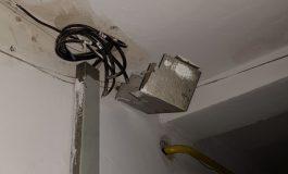 VIDEO/Aventuri pe droguri ușoare: un tînăr a distrus un apartament din Galați în timp ce căuta un pachet cu etnobotanice
