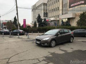 parcare banda intai tribunal