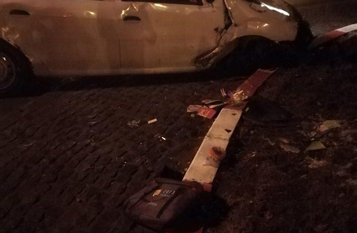 Cascadorie auto inundată în alcool. Un gălățean s-a răsturnat cu mașina în fața mall-ului