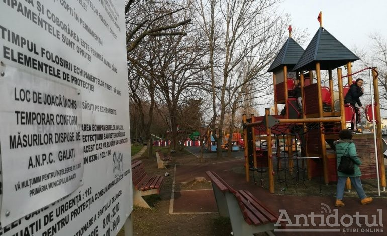 Copii și părinți, ilegaliști. Locurile de joacă din Galați rămân închise!