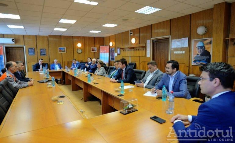 Era mai bine ca întîlnirea dintre parlamentarii gălățeni și Bruno Ribo (ArcelorMittal) să aibă loc la coafor