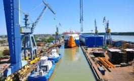 Accident de muncă la Șantierul Naval din Galați. Un muncitor a fost lovit de încărcătura unei macarale