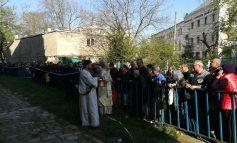 FOTO/VIDEO Pelerinaj impresionant la Brăila. Peste 10.000 de oameni au luat apă de la izvorul care face minuni