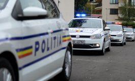 NU zâmbiți la camera ascunsă: un individ din Galați a fost filmat în timp ce lovea o mașină parcată