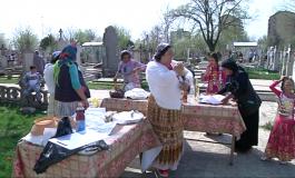 Aglomerație mare la cimitir de Paștele Blajinilor. Minoritarii nu au fost lăsați să facă grătare printre morminte