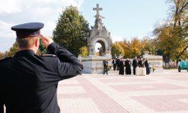 Foto / Procesiune impresionantă în memoria eroilor neamului