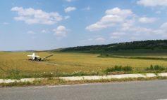 VIDEO / Un avion a lovit un camion în timpul unei aterizări forțate efectuate în județul Galați