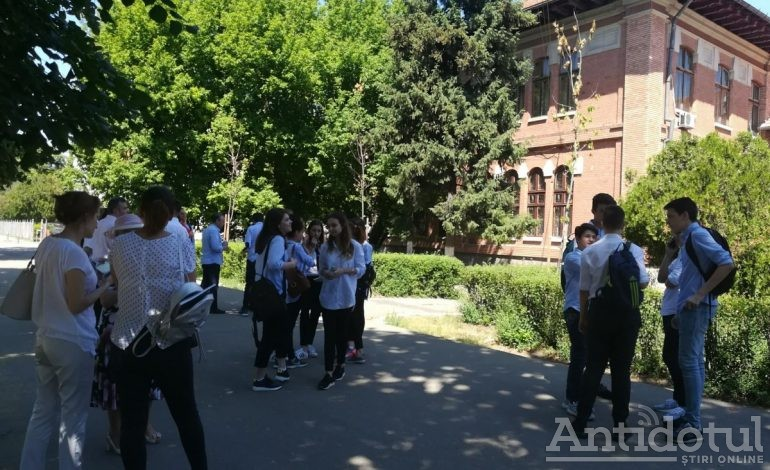 FOTO/Subiecte ușoare la Evaluarea Națională/Vezi aici ce au avut de rezolvat elevii