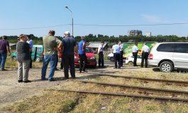 Galerie foto/Scandal în Bădălan. Proprietarii de terenuri și de construcții din zonă au rămas fără cale de acces