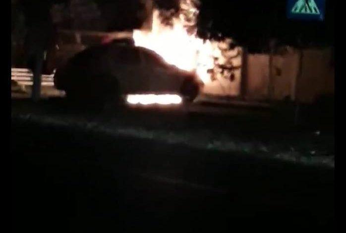 VIDEO/ Polițiștii din comuna Cuza Vodă au rămas pietoni. Mașina de serviciu a luat foc