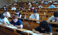 Viitorii studenţi gălăţeni, prinşi între banii părinţilor şi salariile proprii