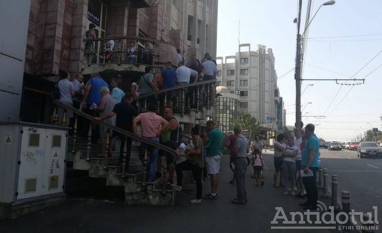 Puhoi de oameni la sediul ANAF Galați pentru restituirea taxei auto