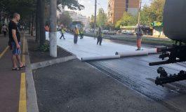 Asfalt cu inovaţii geotextile. Gălăţenii au privit reabilitarea străzii Oţelarilor ca pe o minune!