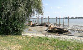 800.000 euro, aruncaţi pe Dunăre. Pontonul Elenei Udrea, eşuat pe un banc de nisip!
