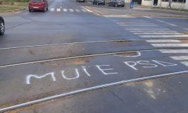 Asfaltarea străzilor, cerută într-un mod inedit la Galaţi. Gălăţenii, plini de admiraţie la adresa PSD
