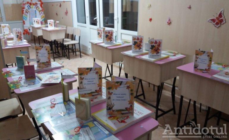 La LPS deschiderea anului școlar s-a petrecut pe hol, pentru ca elevii să se poată bucura de noul mobilier