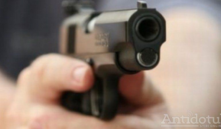 Scandal cu focuri de armă la Liești. Un bărbat a fost împușcat de polițiști