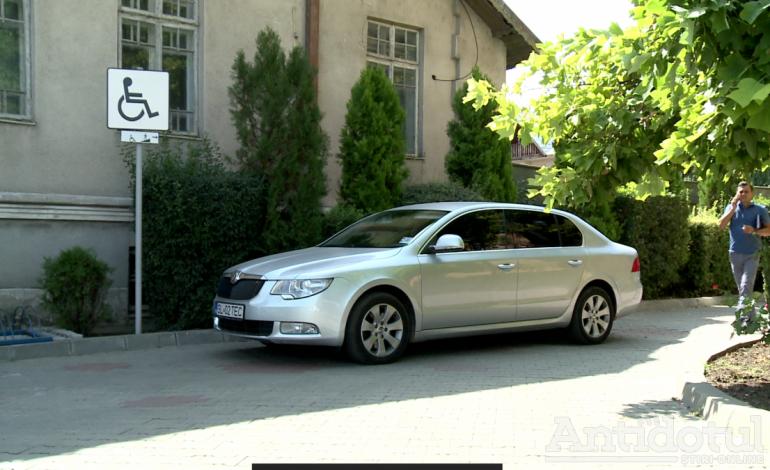 Privilegiile primarului din Tecuci: 350 de litri de benzină şi loc de parcare… cu handicap!