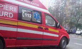 Misiune de salvare la Elice. VIDEO/Doi muncitori au fost scoși dintr-o canalizare după ce au leșinat din cauza gazelor acumulate în interior