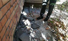 VIDEOREPORTAJ/ Crapă pământul și se fisurează blocurile din Mazepa. Situația îngrijorătoare este analizată de experți