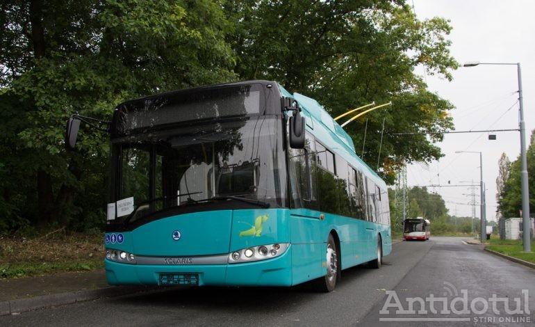 Incredibil: un copil de doi ani și jumătate s-a pierdut de bona sa, a traversat strada Oțelarilor și a făcut o plimbare cu autobuzul