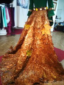 Rochie din frunze de stejar și tei