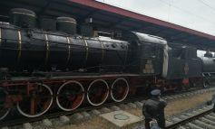 Galerie foto/Vești bune pentru clienții CFR. În dotarea Regionalei Galați a intrat un tren construit în preajma Marii Uniri