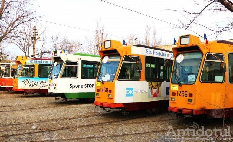 """Pentru că au aproximativ aceeași vârstă autobuzele și tramvaiele Transurb vor fi decorate cu """"România 100"""""""