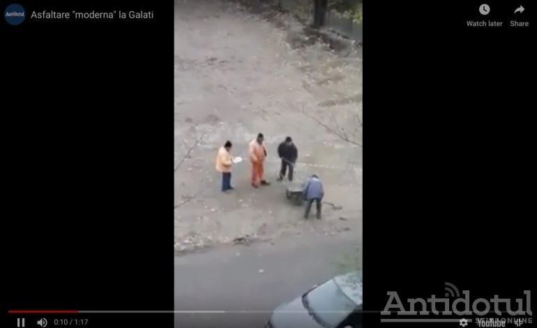 VIDEO/Nu-i prostie, doar tehnologie: muncitorii din Galaţi transportă apă de ploaie cu lopata şi roaba