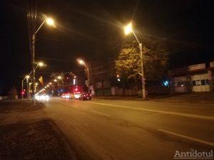 Strada Coșbuc , iluminată festiv doar pe jumăatate