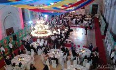 VIDEO ȘI FOTO/ Scandal la Gala Centenarului: un gălățean dat afară de agenții de pază și Poliție. În interior, niște trepăduși din Galați au organizat o petrecere pe banii Guvernului