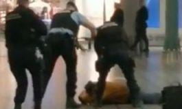 VIDEO Român arestat pe aeroportul din Amsterdam: Bărbatul a ameninţat cu un cuţit călători şi a strigat că are o bombă asupra lui