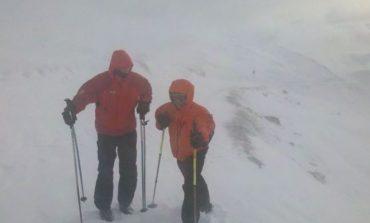 Bărbat mort în Bucegi după ce a fost surprins de o avalanşă. Nu este exclusă existenţa unei a doua victime
