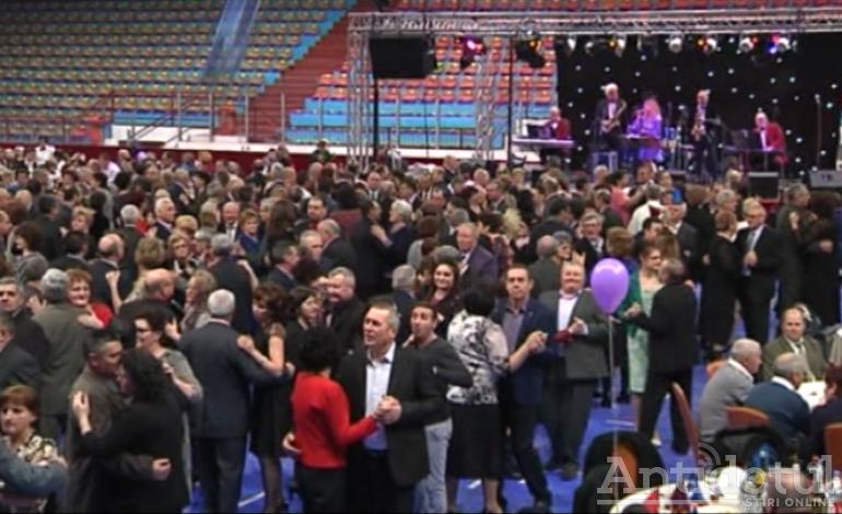 Pensionarii din Galați se pregătesc pentru încă o noapte dură: Primăria va scoate la vânzare biletele pentru Revelionul pensionarilor
