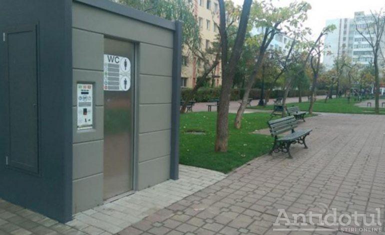 Primăria Galați vrea să-i prindă cu pantalonii în vine pe cetățenii care fură sau distrug toaletele publice