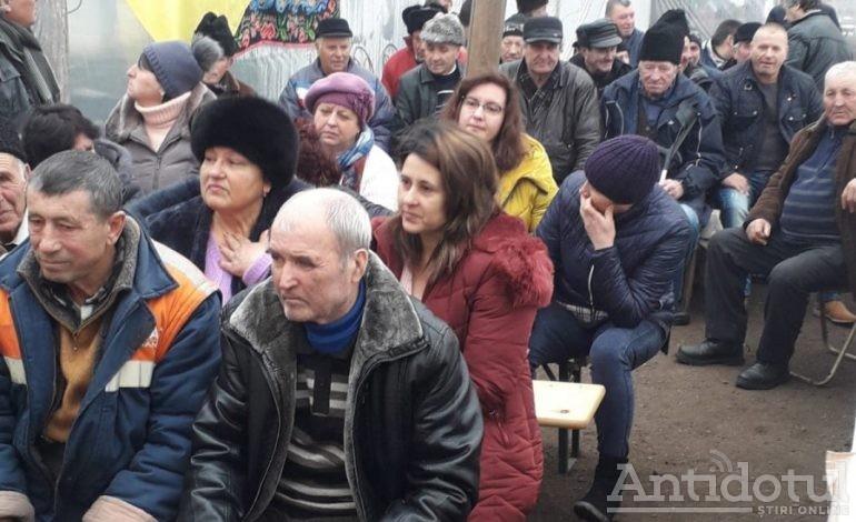 Ultima fiță în politică: George Stângă a reușit să pună carpeta pe peretele de celofan